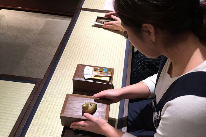 薫習館の聞香(もんこう)体験で、香りと四季、文学を感じてみた!