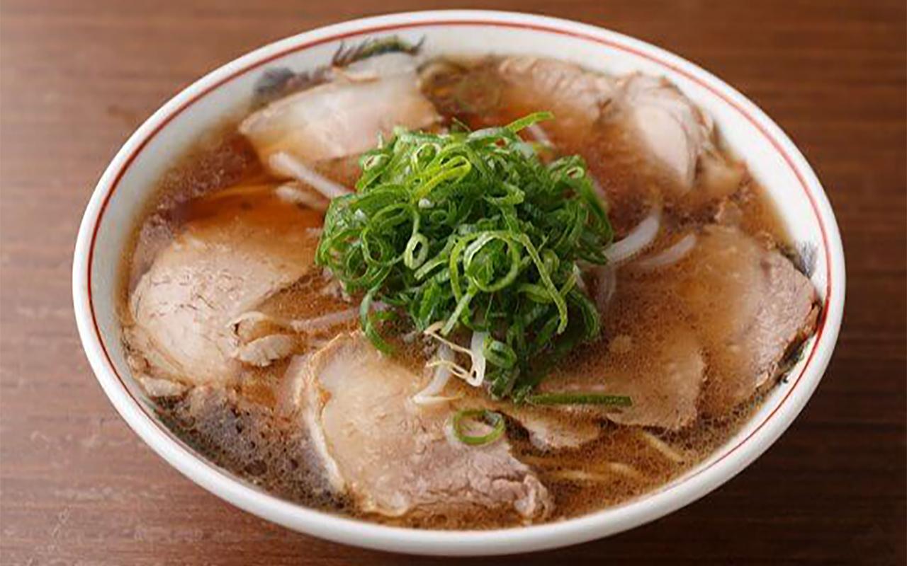 豚骨スープが軽やかな味わいのラーメン750円