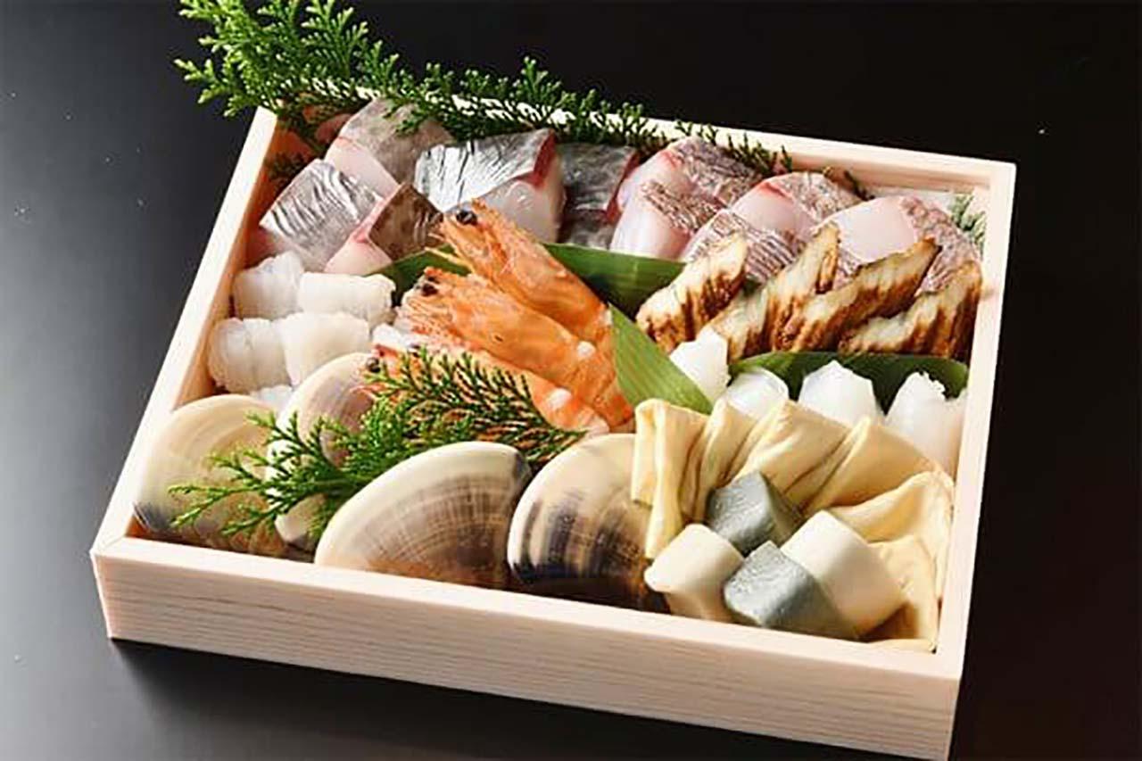 10,800円商品の一例。近幸特製 鯛のお出汁で食べる 京の沖すき盛り合わせ 3~4人前
