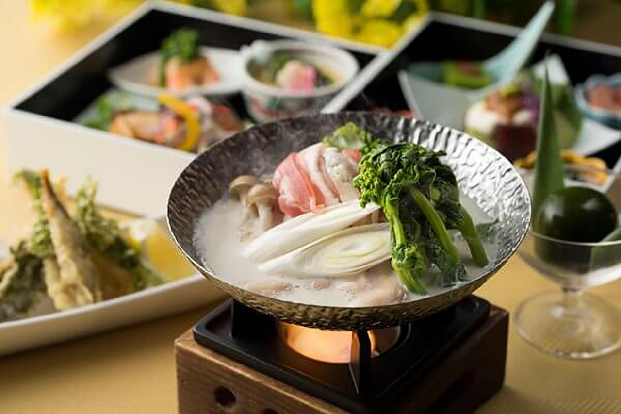 滋賀県産の豆乳をベースにした鍋をはじめ、酒粕や麹の発酵食材、鰤や柚子の旬の食材など、シェフがこだわり選んだ食材を活かした品々