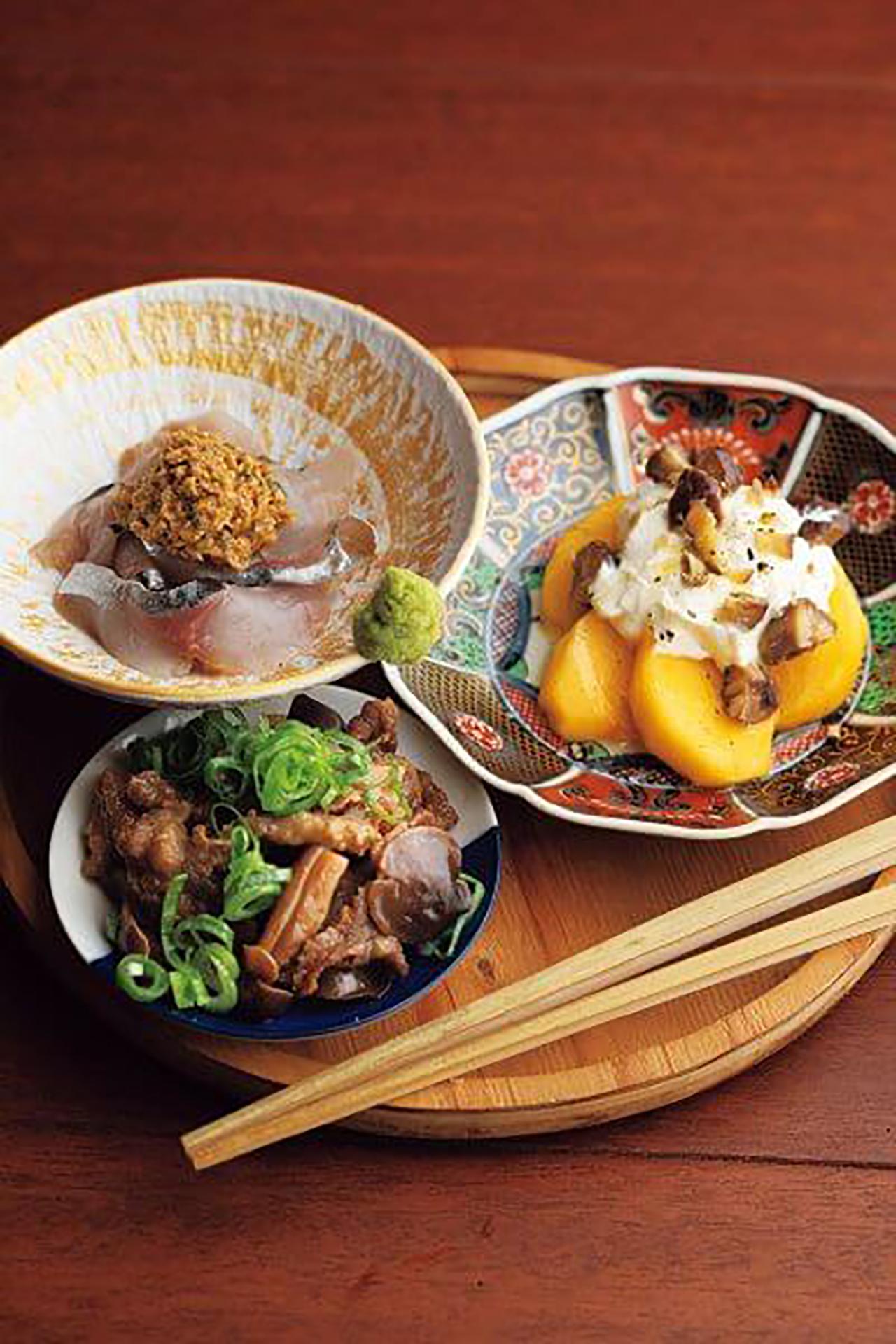アギと丹波しめじとしいたけのしぐれ煮、パクチーが香る鯵なっとう、柿と栗の白和え。おまかせ盛り3種1000円
