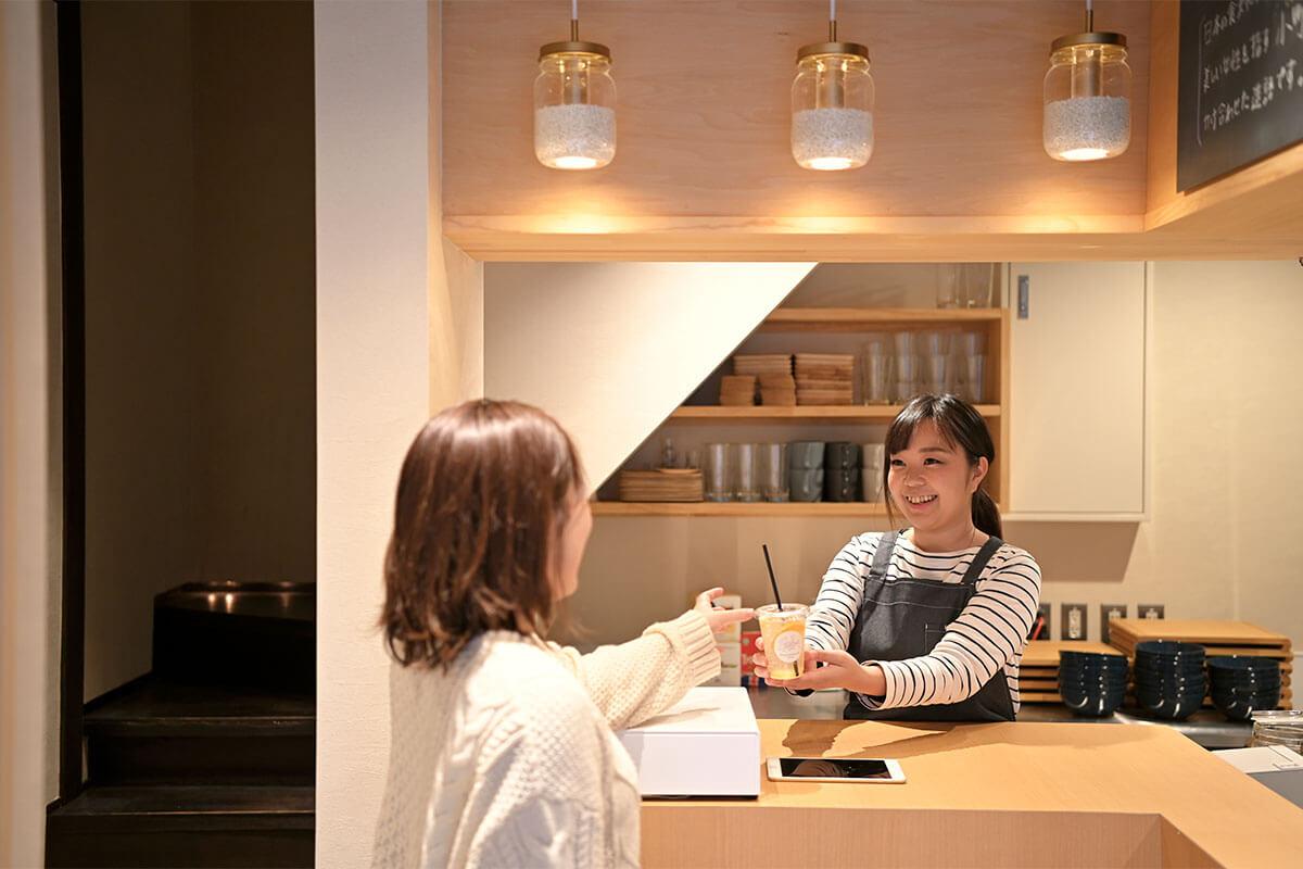 季節の果実酢ソーダ520円をテイクアウト。今回はみかん酢のドリンクでした!