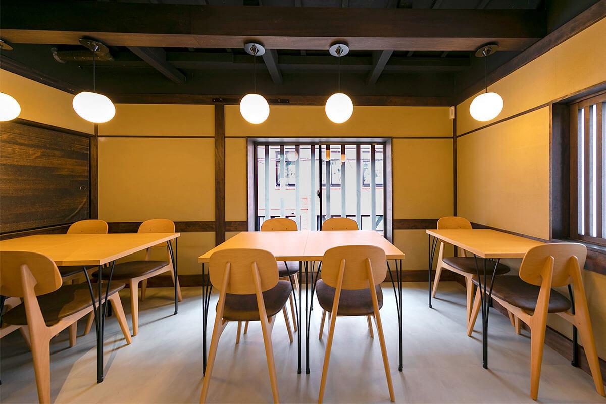 町家の雰囲気残る2階はカフェスペース(提供/漬×麹 Haccomachi)