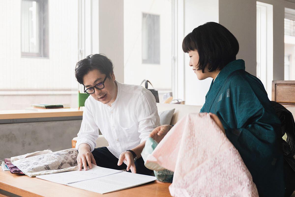 新作は永井さんのデッサンをもとに、アイデアを膨らませていく