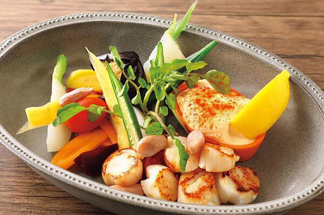 オプションでホタテ貝のソテーを追加した、京野菜とアイオリソース1700円。野菜は亀岡や上賀茂の農家などから直接仕入れている