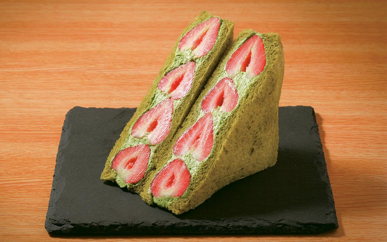 抹茶入りの食パン&抹茶クリームのほろ苦さが、イチゴの甘酸っぱさを引き立てる、抹茶といちご1100円