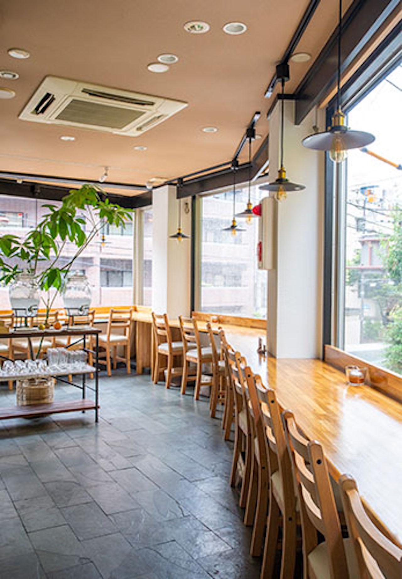 2Fは開放的な眺めが楽しめるカウンター席が中心。うどん屋さんというよりおしゃれなカフェのよう。3Fは落ち着くお座敷スタイル