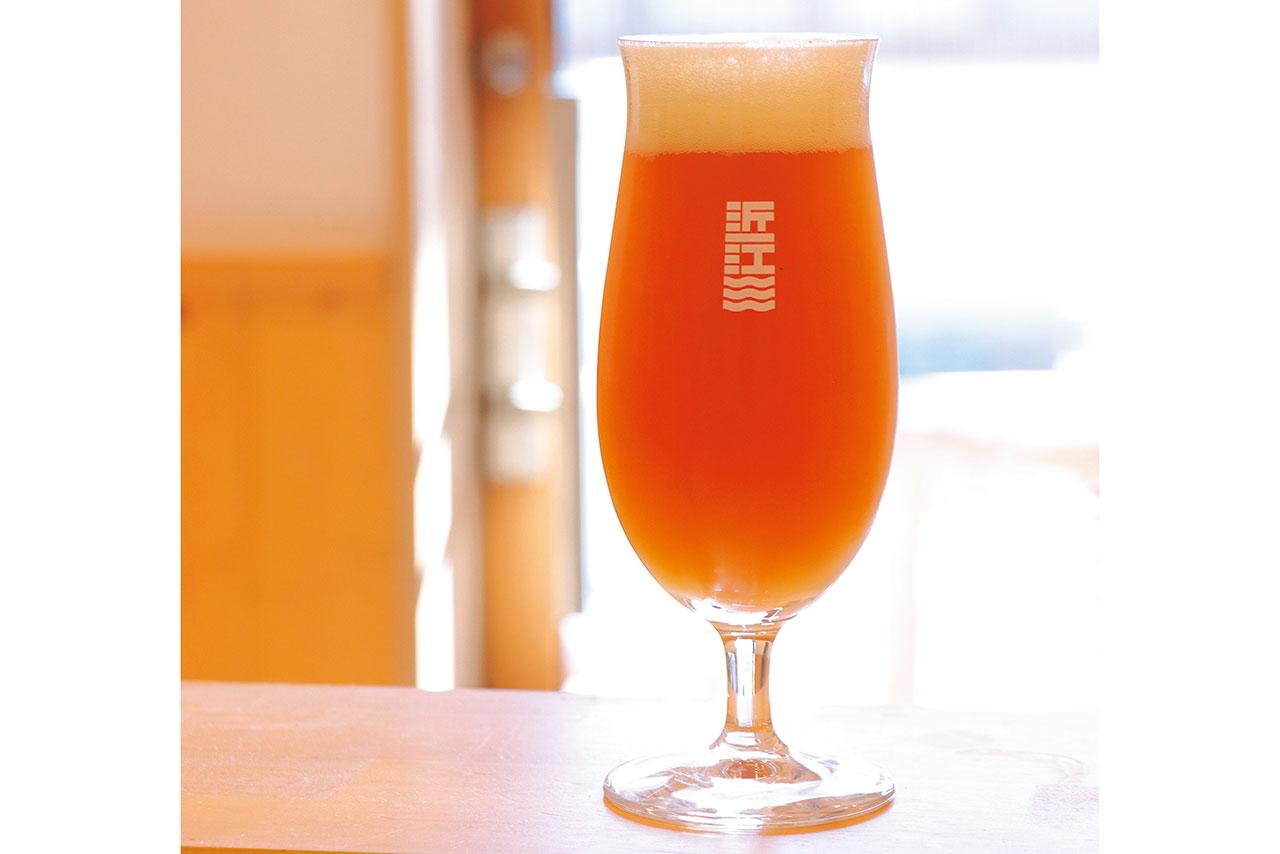 ペールエール 693円(税込)、滋賀県産のジャンボレモン&アロマタイプのカスケードホップを使用した華やかでフルーティーな香りが特徴。食後の口中を爽やかに