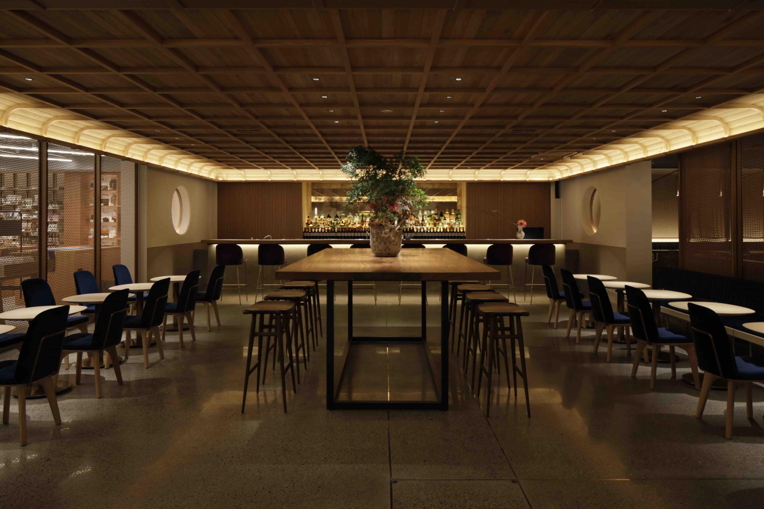 1Fの[ERUTAN RESTAURANT/BAR(エルタンレストラン/バー)]はイタリア・ミラノで日本人オーナーシェフとして初の一つ星を獲得した徳吉洋二シェフの監修のランチやディナーが楽しめます