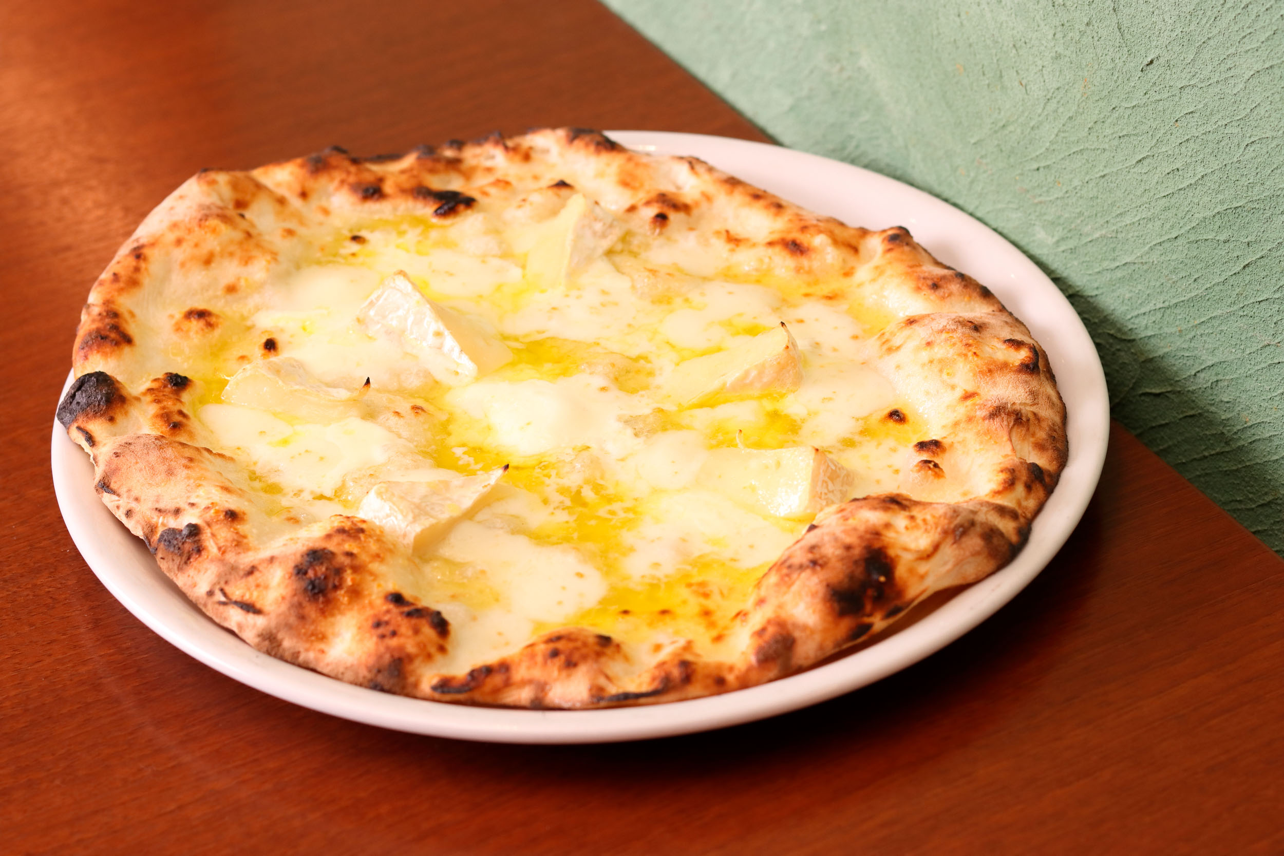 カマンベールのクアトロフォルマッジ1530円<br /> 化学調味料無添加で塩分控えめのやさしい味わい。カマンベール・グラナパダーノ・モッツァレラ・マスカルポーネの4種類のチーズを使用