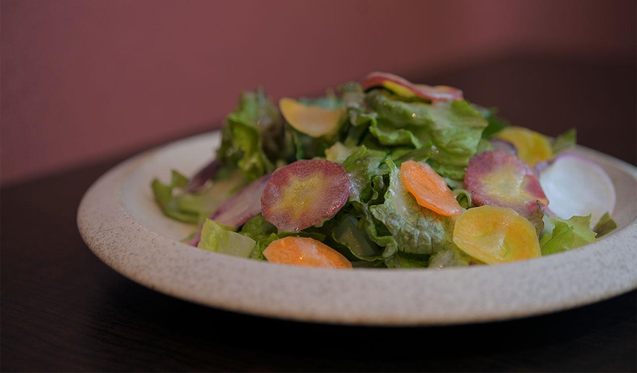大原や上賀茂で仕入れた季節の野菜を山盛りに
