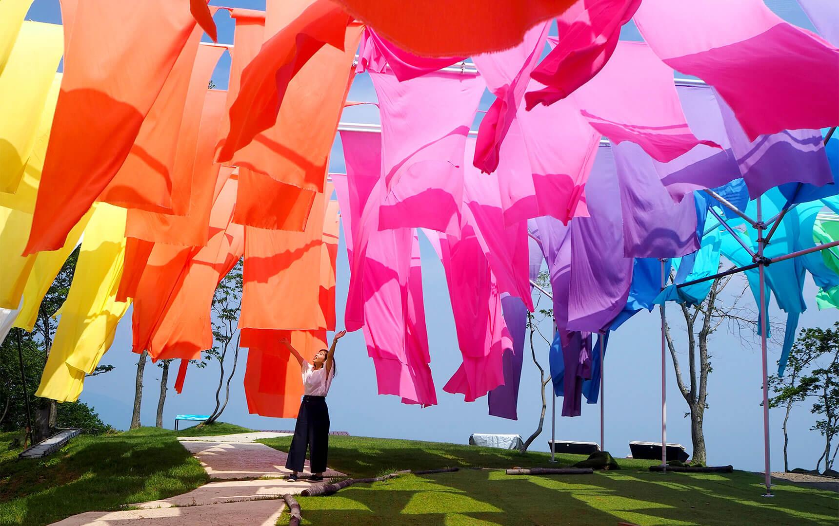 虹のカーテンに幻想的なランプパフェがある箱館山へ