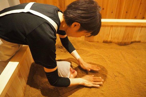 [酵素浴&CAFE HAKU]で酵素浴体験!代謝UPを目指して米ぬかに埋まってみた!