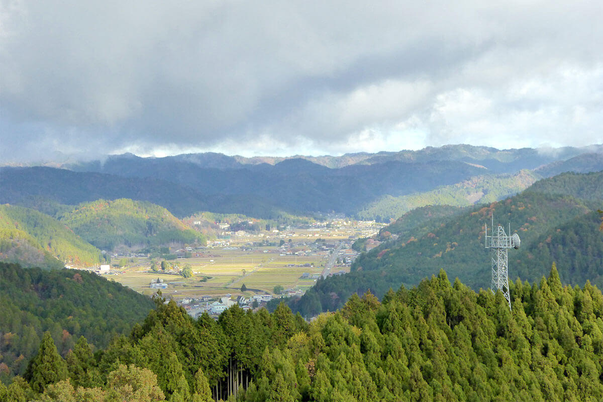 明智光秀ゆかりの城山で「京の山の怪」に遭う