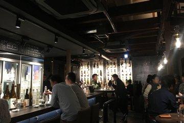 人気日本酒バルの2号店[サケホール 益や]
