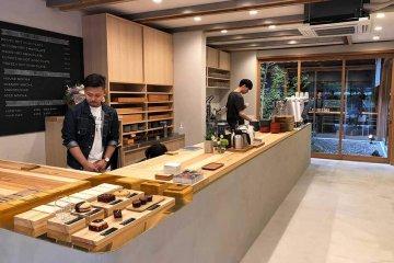 関西初出店の[ダンデライオン・チョコレート京都東山一念坂店]世界初の試みとなる〈CACAO BAR〉も登場