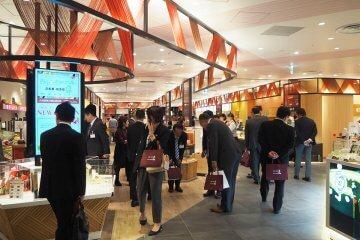 JR京都駅西口にオープンした『京名菓・名菜処 亰(みやこ)』