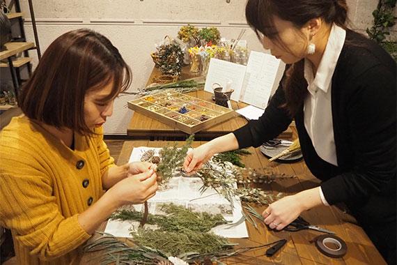 花の壁飾り・スワッグ作り