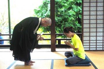 坐禅とお寺ヨガ