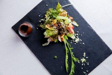 [bistro Chic(ビストロ シック)]で、ジビエと旬野菜のフレンチを