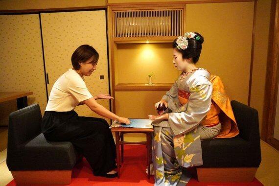 舞妓さんとお座敷遊びが体験できる、ディナー付きツアーに参加してみた