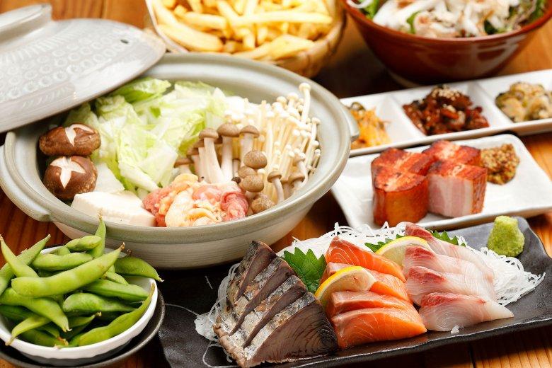コースでは厚切りベーコンやフライドポテトなど多様な一品料理が登場。その他、3500円のコースや忘年会特別コースも用意しています!