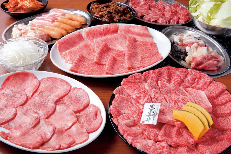 焼肉店の本気をコースでも堪能。特上塩焼肉に上赤身タレ焼肉、ホルモン、またキムチなどのサイドメニューが付く6,000円コース。飲み放題90分も付くのでおすすめです!