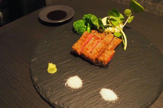 祇園にリーズナブルなダイニングバー[mo-ji(モージ)]がオープン。肉料理とお酒を楽しめる隠れ家へ!