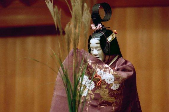 観世銕之丞、野村万作・萬斎らが出演『春秋座 ― 能と狂言』