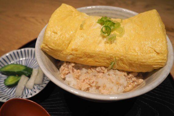 """[京都 柳馬場 ほん田亭]がお得なランチをスタート。インパクト大の""""出し巻卵丼""""が870円で食べられる!"""