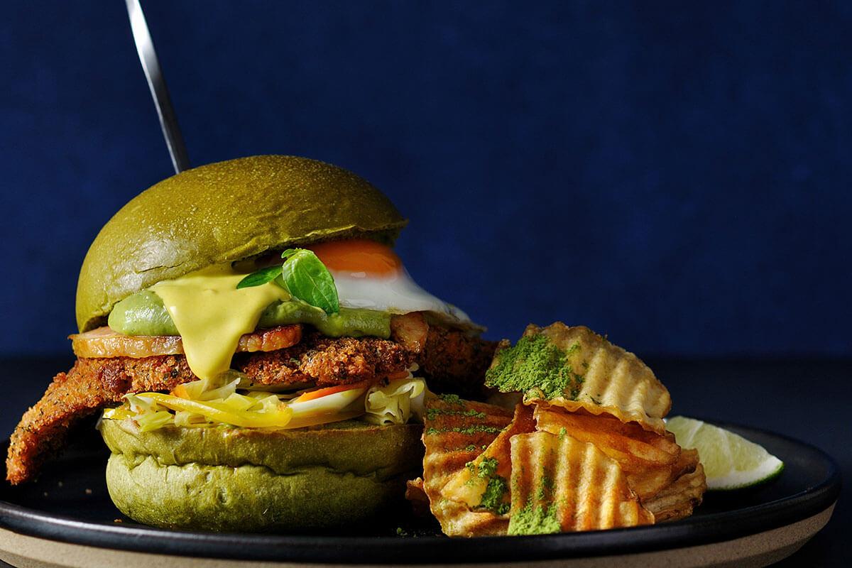 「J.S. BURGERS CAFE」×「辻利」厳選した宇治抹茶を使用したコラボハンバーガーを発売